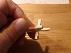 トリガーを輪ゴムで固定する